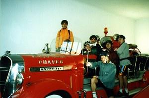 1996 - No carro antigo dos Bombeiros Salvação Pública de Chaves. Sou o segundo da esquerda, sentado!