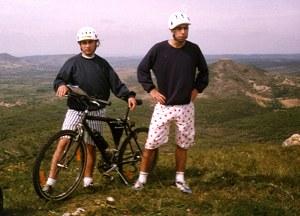 1994 - Eu e o Luís no cimo do monte do Castelo do Rabaçal com uns lindos calções!