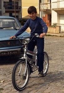 1982 - Eu a tentar mostrar que sabia andar de bicicleta só para a foto!